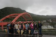 长虹桥边观看太平洋出海口的嶙嶙巨石